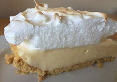 Lemon pie with maria biscuits Fun Easy Recipes, My Recipes, Sweet Recipes, Dessert Recipes, Cooking Recipes, Favorite Recipes, Pie Cake, Cakes And More, Love Food