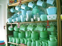and Turquoise blue* Jadeite and turquoise Fire King.I'll have one of each, please :)Jadeite and turquoise Fire King. Vintage Kitchenware, Vintage Dishes, Vintage Glassware, Vintage China, Vintage Pyrex, Vintage Plates, Kitsch, Vintage Fire King, Vintage Decor