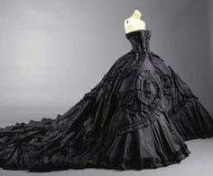 Maria Luisa Gown by John Galliano for Christian Dior. WANT.  • Prairie Cottage •: October 2010