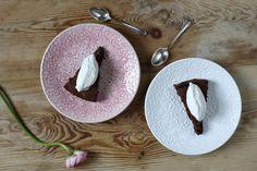 Två bra grejer kan bli ett snäpp ännu bättre i kombination. Ta kladdkaka och laktrits. Vilken höjdarkombo! Servera som fika, dessert eller godistreat.