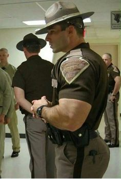 muscle cops bubble butt sex in uniform raw - Bing images Hot Cops, Cop Uniform, Men In Uniform, Military Uniforms, Big Butts, Komplette Outfits, Hommes Sexy, Military Men, Muscular Men