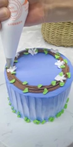 Cake Decorating Frosting, Creative Cake Decorating, Cake Decorating Designs, Birthday Cake Decorating, Cake Decorating Techniques, Cake Decorating Tutorials, Creative Cakes, Cookie Decorating, Cake Icing