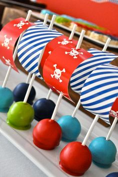 Fun cake pops for a pirate party. i dont like cake pops but its a cute idea for marshmallows or other treats Boy Birthday, Birthday Parties, Birthday Ideas, Pirate Birthday Cake, Decoration Pirate, Pirate Ship Cakes, Pirate Cake Pops, Pirate Cupcake, Pirate Ships