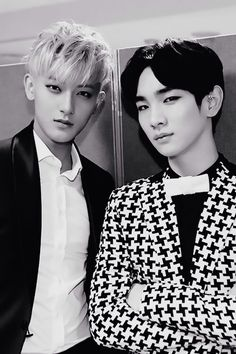 Tao, my favorite of EXO, and Key, my favorite of SHINee!! OFFICIALLY IN LOVE WITH THIS PIC....DIVAS UNITE!!!