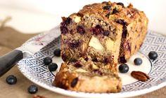 Recept havermout ontbijt cake, met noten en fruit. Want elke dag havermoutpap gaat op een gegeven moment ook zo vervelen. En aan gezonde tussendoortjes