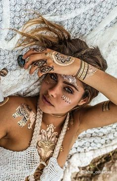 79 - The Most Beautiful Beauty designs in 2020 - the year 2020 trent nails, hair, makeup, tattoos, c Festival Mode, Festival Looks, Boho Festival, Festival Wear, Festival Outfits, Festival Fashion, Festival Style, Style Hippie Chic, Style Boho