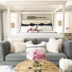 White and navy bedroom with grey sofa and pink peonies. Shared bedroom and living room. Take it easy and relax. Credits @angelascozyhome. Be inspired by @theinspirassion