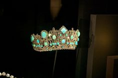 Marie Antoinette's jewels... I wish this was mine