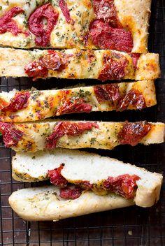 Roasted Tomato and Garlic Focaccia. Roasted Tomato and Garlic Focaccia - using easy whole-roasted roma tomatoes. Bread Recipes, Baking Recipes, Scd Recipes, Dinner Rolls Recipe, Roasted Tomatoes, Snacks, Bread Baking, Italian Recipes, Food To Make
