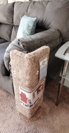 Ideia para arranhador/protetor sofá … Just what I need, even after 13 years and several available cat scratching posts, that little stinker of mine <-_-> Cat Towers, Diy Couch, Cat Scratching Post, Brown Carpet, Cat Scratcher, Cat Room, Cat Condo, Pet Furniture, Corner Furniture