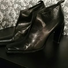 Gucci booties Black Italian leather - Made in Italy. Classic sophisticated style Gucci Shoes Ankle Boots & Booties