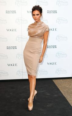 Pin for Later: Victoria Beckham Has Her Red Carpet Pose, and She's Sticking to It July 2010