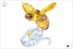 Swarovski SCS Bumblebee on Flower 2017 Event Piece Swarovski Crystal Figurines, Swarovski Jewelry, Swarovski Crystals, Crystal Kingdom, Bee On Flower, Birds And The Bees, Cute Kawaii Drawings, Glass Artwork, Artwork Pictures