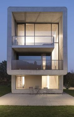 Minimalist concrete house designed by Stocker Lee Architetti located in Rancate, Switzerland. Residential Architecture, Amazing Architecture, Contemporary Architecture, Interior Architecture, Concrete Houses, Modern Buildings, Modern House Design, Exterior Design, Simple Elegance