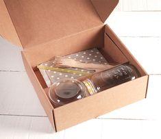 Cajas para Desayuno Sorpresa | CARTÓN S.A. - Cajas de Cartón e Ingeniería en Empaques en Barranquilla y toda Colombia Diy Crafts For Kids, Container, Paper Crafts, Packaging, Party, Templates, Gift Boxes, Tissue Paper Crafts, Paper Craft Work