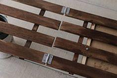 夏休みの工作にピッタリ! ALLダイソーDIY☆カフェ風看板の作り方  : 窪田千紘フォトスタイリングWebマガジン「Klastyling」暮らす+スタイリング Diy And Crafts, Concept, Wood, Plant Stands, Succulent Arrangements, Pallet Furniture, Woodwind Instrument, Timber Wood, Trees
