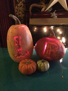 L and R Halloween Christmas Bulbs, Halloween, Holiday Decor, Illustration, Projects, Home Decor, Log Projects, Blue Prints, Decoration Home