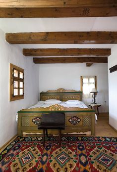 Traditional Interior Design Ideas For A Beautiful Home Countryside House, Home, Traditional Bedroom, Rustic House, Living Design, Adobe House, Traditional House, Traditional Interior Design, Home Deco