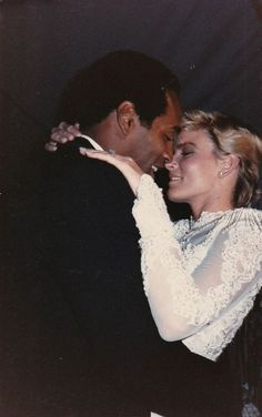Robert Kadashian, with OJ Simpson and his late wife Nicole . American Crime Story, American History, Ronald Goldman, Famous Murders, Oj Simpson, Fall From Grace, World Geography, Ex Wives, True Crime