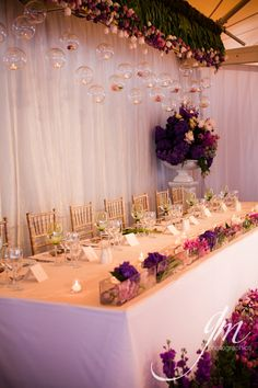 Bridal table. i love how the flowers are out front!! Love love it! :)