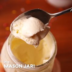 Mason Jar Ice Cream - No-Bake Desserts - Comida Kid Desserts, Ice Cream Desserts, Frozen Desserts, Ice Cream Recipes, Delicious Desserts, Dessert Recipes, Yummy Food, Ice Cream Drinks, Ice Cream Toppings
