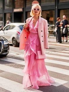 The Best Street Style Looks from Milan Fashion Week New York Street Style, Spring Street Style, Pink Fashion, Fashion Week, Fashion 2020, Milan Fashion, Printemps Street Style, Neon Light, Pink Dress