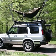 Amazing DIY hammock stand connected to rooftop cage. Want to try a similar double hammock set up for the Honda Element. Hammock Tarp, Diy Hammock, Honda Element, Double Hammock, Roof Rack, Camping Gear, Van Life, Rooftop, Cage