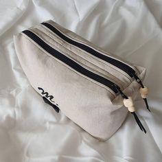 Trousse Zip-Zip en toile beige cousue par Marion - Patron Sacôtin
