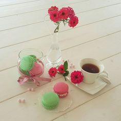 Macarons!! menta e petalo di rosa .  Gessyca Naccarato