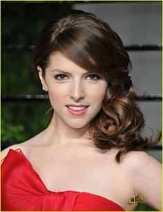 I love anna kendrick! From her singing, to this great red carpet look she has!