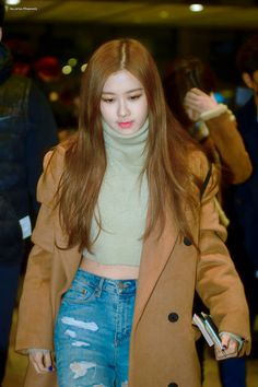36 Modest Outfit Trends To Inspire Everyone – Fashion New Trends K Pop, Modest Outfits, Cute Outfits, Blackpink Fashion, Fashion Trends, Rose And Rosie, Queens, 1 Rose, Jennie Lisa