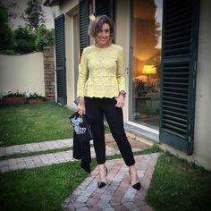Blusa Stella McCartney, sapato Arezzo