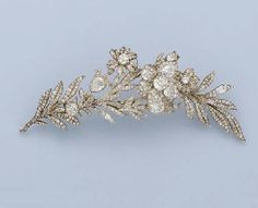 A FINE EARLY 19TH CENTURY DIAMOND FLORAL SPRAY BROOCH. The central old-cut diamond flowerhead set en tremblant, with two smaller flowerheads to the diamond-set floral spray, mounted in silver and gold, circa 1820.