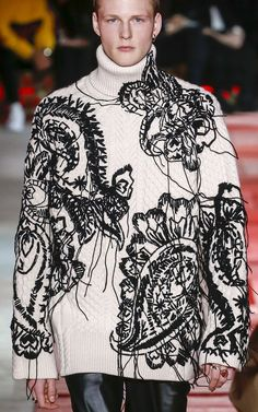 Alexander McQueen Fall 2018 Menswear Fashion Show - Tricot 02 Mens Fashion Sweaters, Knitwear Fashion, Knit Fashion, Sweater Fashion, Fashion Wear, Fashion Show, Fashion Stores, Punk Fashion, Alexandre Mcqueen