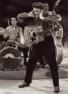 elvis presley ed sullivan show September 1956 Recital, Rock N Roll, The Ed Sullivan Show, Young Elvis, Brave, Elvis And Priscilla, Elvis Presley Photos, Thats The Way, Star Wars