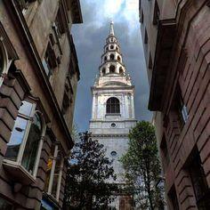 #StBridesChurch #journalistschurch #FleetStreet #Ludgate #london #tower #baroque #dailylondon #instalondon #mylondon #photography #photooftheday by thedaffodil