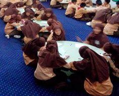 Perpustakaan Bunga Bangsa ƸӜƷ: Kegiatan membaca siswi SMP Islam Bunga Bangsa