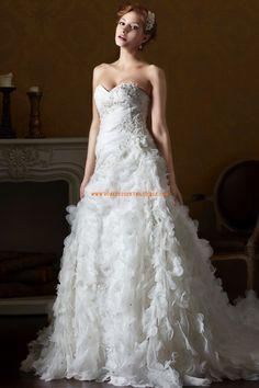 Robe de mariée col coeur fleurs organza application