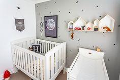On aime l'utilisation des stickers Ferm Living sur ce beau mur gris !! On dirait du papier peint ! En SOLDE sur notre boutique http://www.123-design.com/sticker-autocollant/4910-sticker-mini-triangles-noir-ferm-living-5704723185017.html
