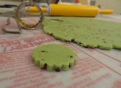 Flour De Lis: Mint Chocolate Chip Cut-out Cookies Mint Chocolate Chip Cookies, Mint Cookies, Fancy Cookies, Iced Cookies, Sugar Cookies Recipe, Yummy Cookies, Cookies Et Biscuits, Cupcake Cookies, Cookie Cakes