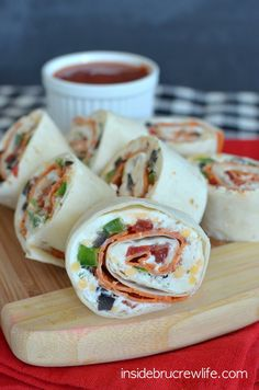 Pizza Pinwheels - easy pizza flavored appetizers that are great on the go lunch treats