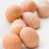 Decorating Easter eggs is one of those holiday activities that the kid in all of us loves (second only to dressing up on Halloween). With our master list of DIY decorating ideas for all skill levels, you can indulge your inner kid and still end up with some seriously grown up results.