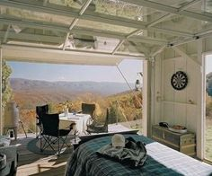 This view, this cabin, would make me happy. A perfect get away...for a little while anyway.