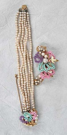 What a neat idea-you could take old strings of pearls and fasten a vintage brooch at the bottom to make a unique necklace or bracelet.