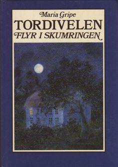 Tordivelen flyr i skumringen av Maria Gripe Reading, Cover, Books, Flu, Libros, Book, Reading Books, Book Illustrations, Libri