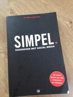 Aviso Communicatie    Uit! Simpel. Zakendoen met social media van Jan Willem Alphenaar. Dit boek is absoluut een aanrader voor iedereen die praktisch aan de slag wil met social media. Het ezelsoor in de hoek zegt denk ik genoeg. Een leuk, lekker leesbaar boek, boordevol handige, praktische tips.