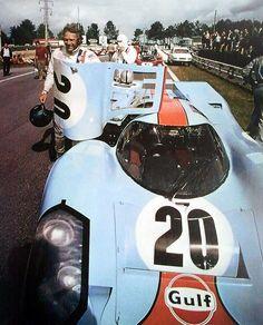 """Steve McQueen sur le tournage du film """"Le Mans"""" © Photo by :"""