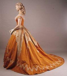 Old Rags — Evening dress by Worth, ca 1866 Paris, Kent State ... jαɢlαdy