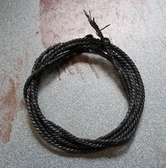 DIY. How to make rope/cord from VHS TAPES