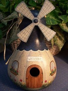 Birdhouse Gourd, Easy to Decorate, 5 Seeds - - Birdhouse Gourd, Easy to Decorate, 5 Seeds Crafts Vogelhaus Kürbis Decorative Gourds, Hand Painted Gourds, Diy And Crafts, Arts And Crafts, Gourds Birdhouse, Different Types Of Flowers, Deco Nature, Creation Deco, Gourd Art